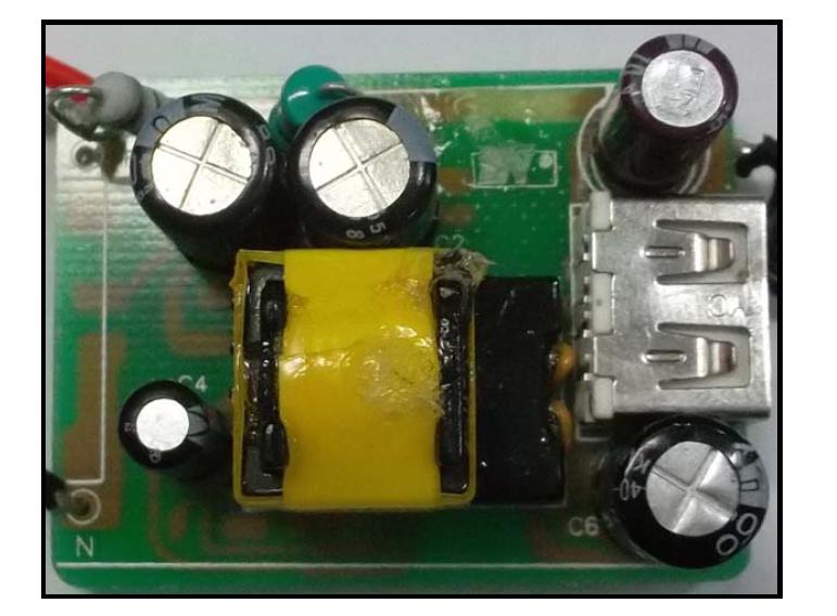 5V1A 充电器电源应用方案的电源实物图